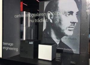 Stig Carlssons vision lever! Här hans porträtt i ett av alla butiksfönster där OD-11 Cloud visas